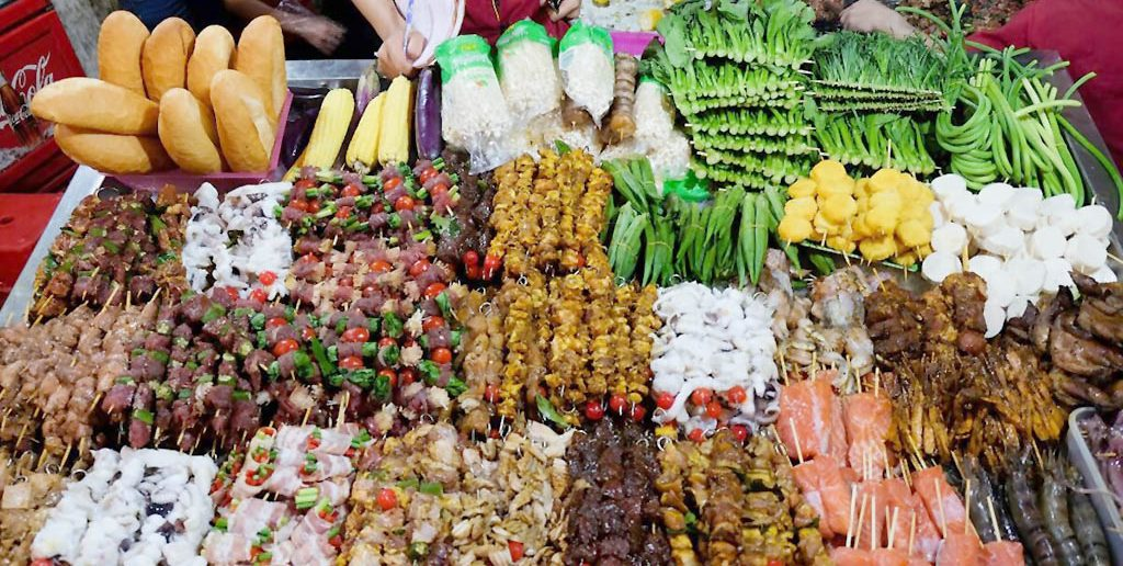 places_for_street_food_in_vietnam