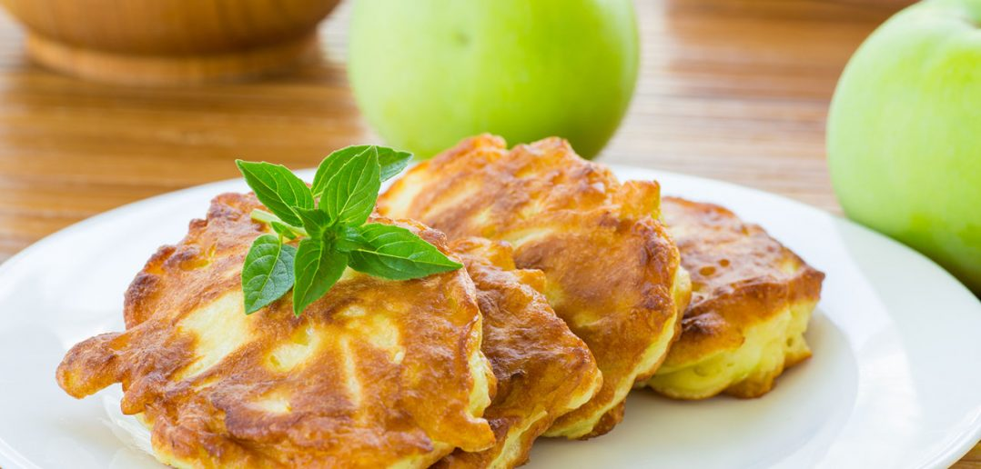 pancakes with apples